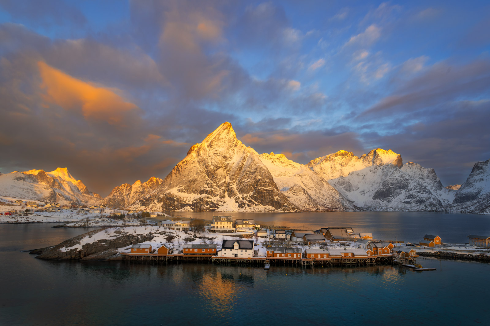 Norway, Lofoten, Hamnoy, winter