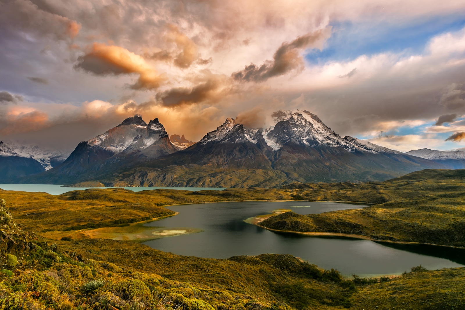 Chile, Patagonia, Torres del Paine, Lake, Sunrise