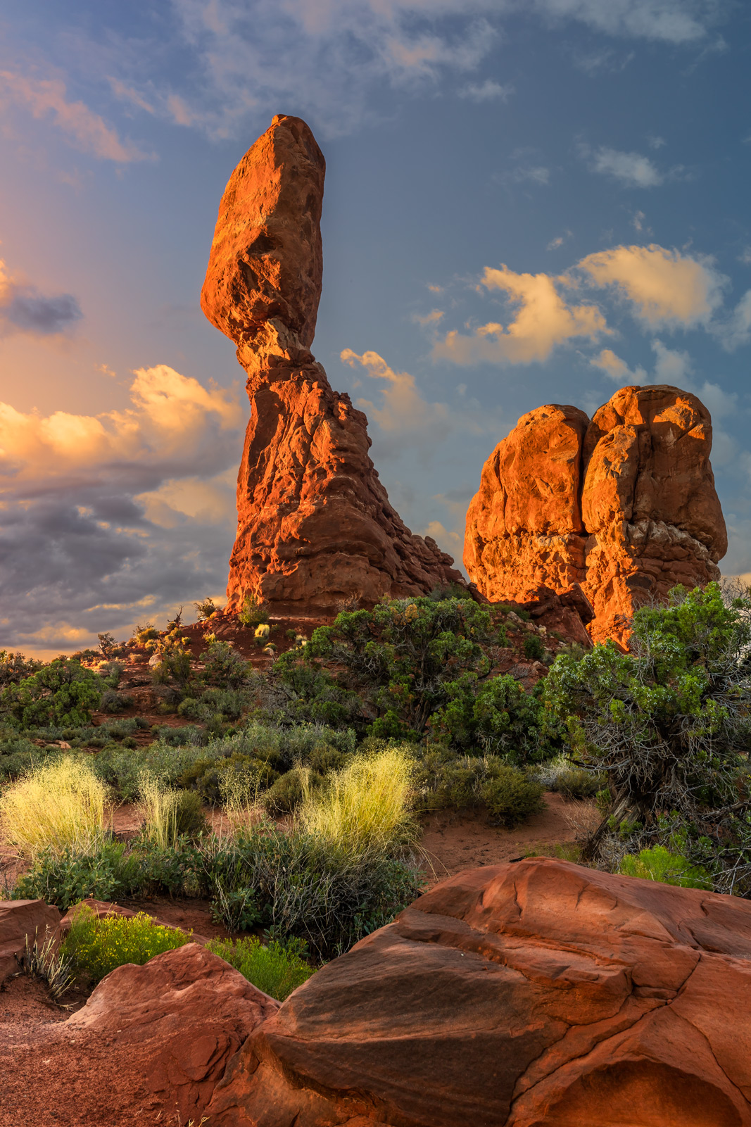 Utah, Arches, National Park, balanced rock, sunrise