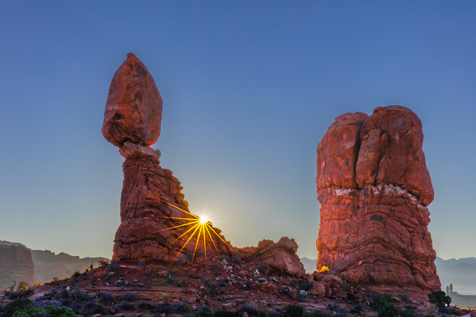 Utah, Arches, National Park, balanced rock, sunrise, sunburst